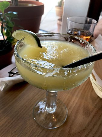 Shorewood, Илинойс: Margarita while waiting for my lunch.