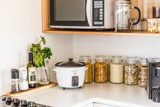 Hamilton, Australia: Rice cooker and complimentary cereals.