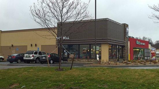 Natrona Heights, PA: Taco Bell - from highway, heading towards Freeport