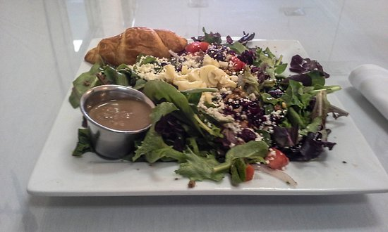Upper Crust Cafe & Bakery: A wonderful cool salad for a hot day!