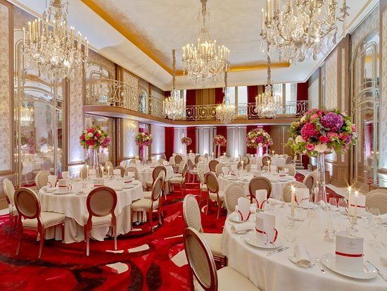 Hotel Plaza Athenee Updated 2018 Room Prices Reviews Paris France Tripadvisor