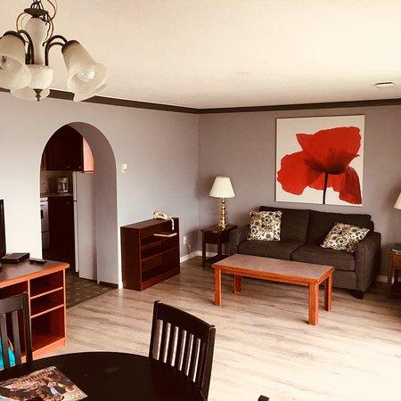 Tiki Shores Inn and Suites: photo2.jpg