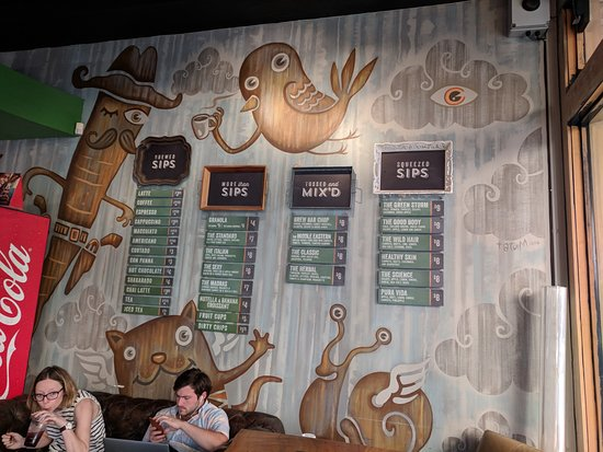 Sip Brew Bar & Eatery: Wall on Right
