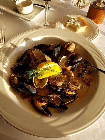 Albion, CA: Steamed Shellfish