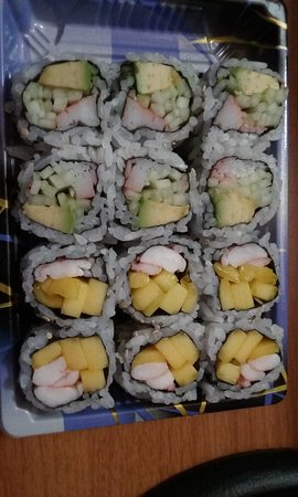 Willimantic, كونيكتيكت: California and mango shrimp rolls