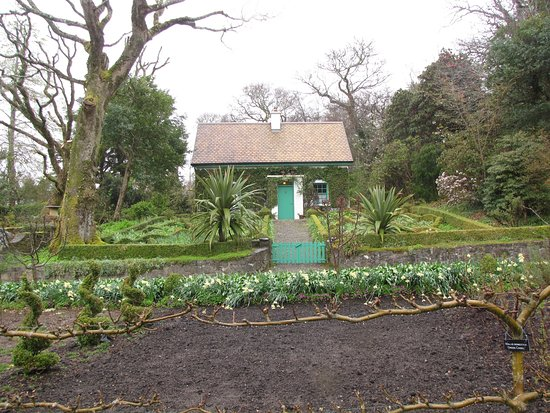 Master gardeners cottage at the Glenveagh Castle and gardens ...
