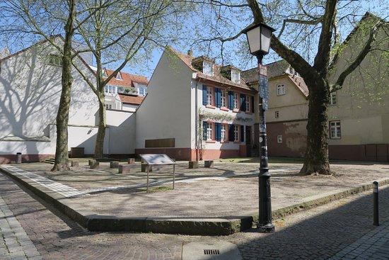 Synagogue Square