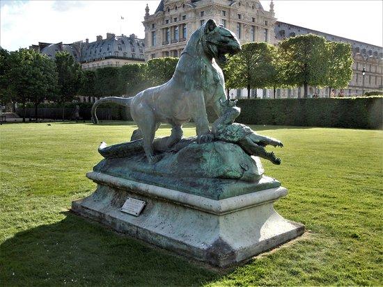 Statue Tigre Terrassant un Crocodile