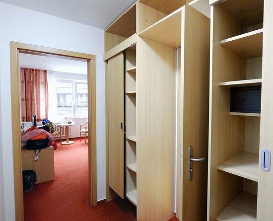 Jachymov, สาธารณรัฐเช็ก: Room 419, double closets
