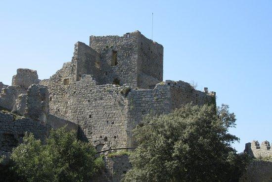 Gincla, فرنسا: Le château de Puilaurens à proximité de Gincla.