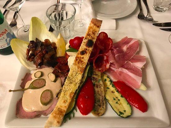 Aida : 問題の前菜盛り合わせ,これで3人前一皿35ユーロは如何なものか?
