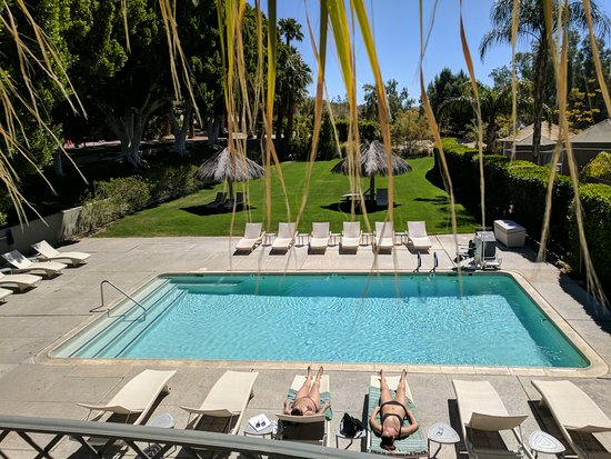 Two Bunch Palms: View of the large pool area from the restaurant deck/bar