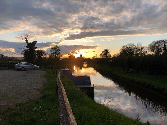 Ellesmere, UK: Sunday evening! Stunning. I have dozens of photos of this same spot at sunrise and sunset.