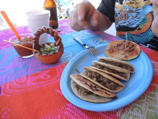 Boquillas del Carmen, เม็กซิโก: The tacos were home made tortillas. An extra tortilla full of refried beans FANTASTIC MELT MOUTH