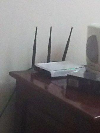 Nam Dinh Province, Βιετνάμ: Wi-Fiをお願いしたら、ルーターごと部屋に持ってきたのには驚きました。
