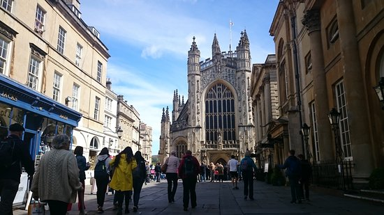 Inner Circle Access of Stonehenge including Bath and Lacock Day Tour from London: Bath Abby front