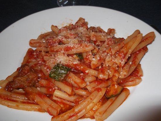 Ristorante Bella Blu: pasta al pomodoro e zucchine fritte