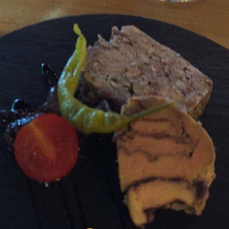 Le Cafe de la Mer: Magnifique Axoa pomme au four , et sublime foie gras