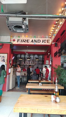 Fire and Ice Pizzeria: entrance