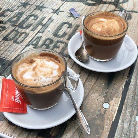 Genieten van een koffietje