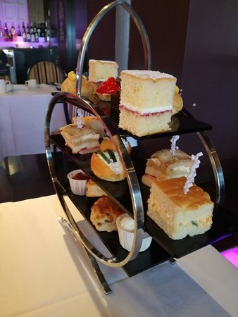 Grill Room at The Square : My daughter and l went her for a lovely afternoon tea. It was the best we have had for a long ti