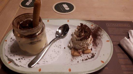 Carnago, Italy: Birramisù, la specialità dolciaria del locale.