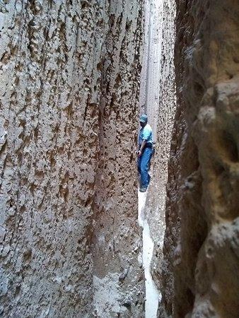 Panaca, NV : Navigating a slot canyon at Moon Caves