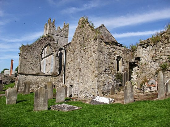 Fethard Medieval Walls: Some ruins on the grounds of the Holy Trinity Church of Ireland, Fethard