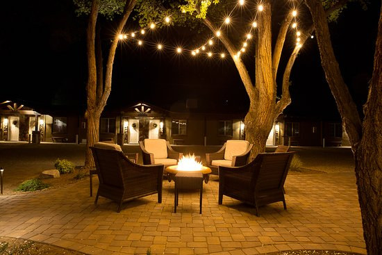 Chino Valley, AZ: Nighttime fire-pit in the Garden Courtyard