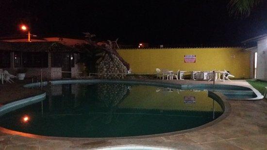 Benkos Praia Hotel : Vista do quarto com varanda, virado para piscina.