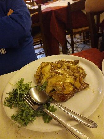 San Donato, อิตาลี: filetto con crema ai funghi porcini