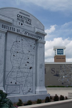 Pearl, MS: The outlets of Mississippi showcases the great state of Mississippi throughout the center.