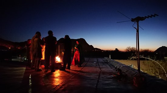 Nartitee Ecolodge : Lighting fires on the roof in the New Year morning