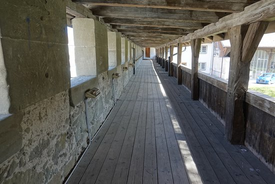 Romont, Svizzera: Walkway around the castle