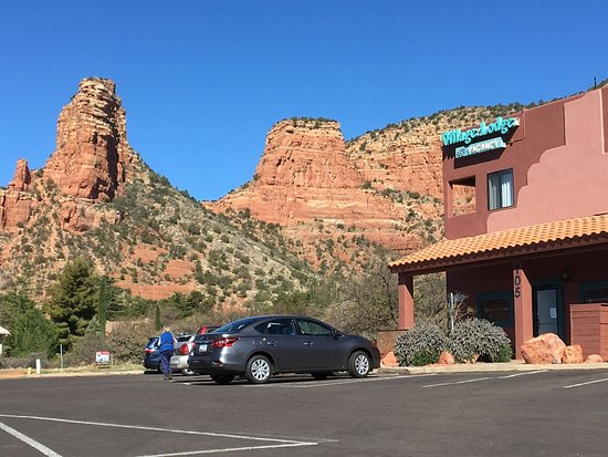 Sedona Village Lodge: View From Parking Lot