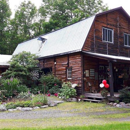 Nipissing, Canada: Beautiful Rockcliffe Pottery & Crafts Studio gardens to enjoy 😊