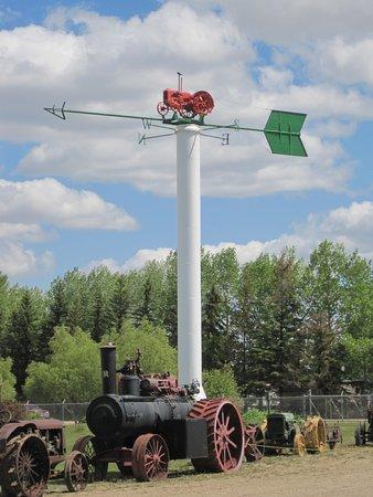 Westlock, แคนาดา: Tractor Weather Vane