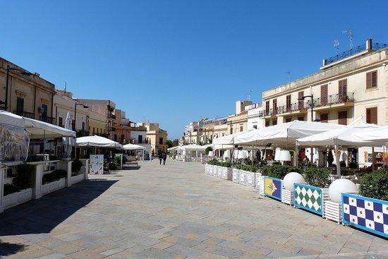 Lungomare Terrasini: Die Piazza zum Bummeln