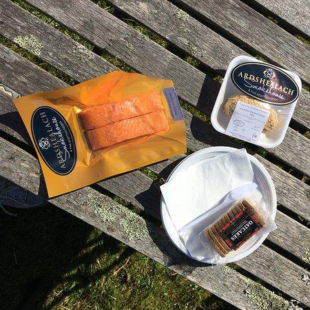 Glenuig, UK: Wollte nur ein einfaches Lachsbrötchen essen!!!😉 der beste Räucherlachs den ich je hatte-