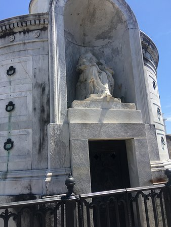 The Voodoo Bone Lady Haunted Tours: Cemetery tour