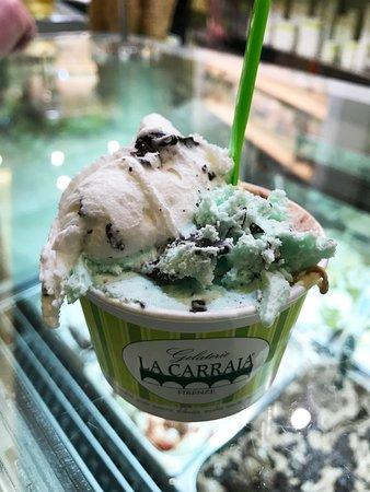 La Carraia Gelateria: Delicious and only 2 euro!!!