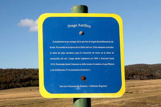 Tierra del Fuego, Chile: A sign explains the monument