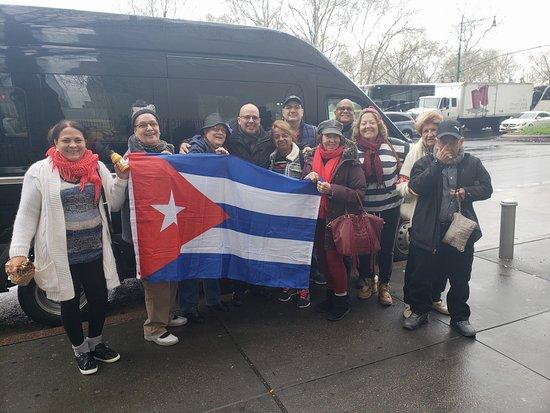 Interviajes NY: el grupo de cubanos que viven en miami con su guia de tres dias Francisco gracias saludos Ileana