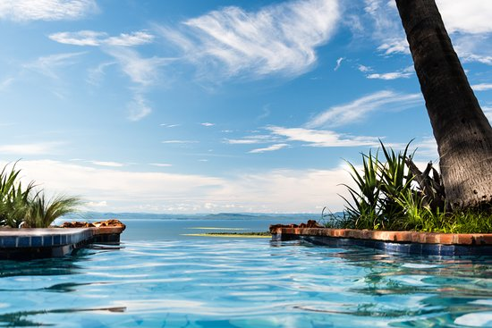 Kariba, Зимбабве: The wonderful infinity pool is much photographed, and rightly so.