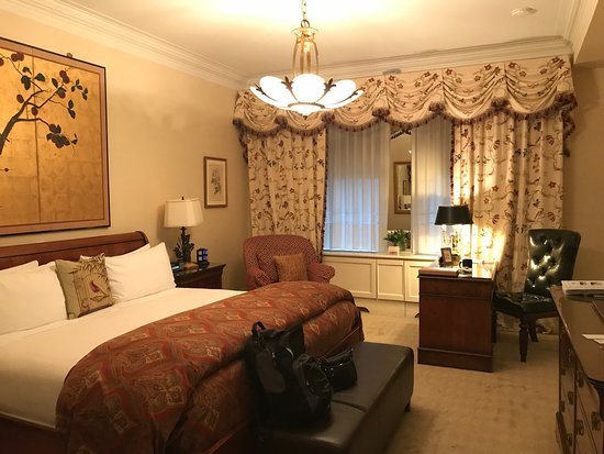 The Sherry-Netherland Hotel: Hotel room