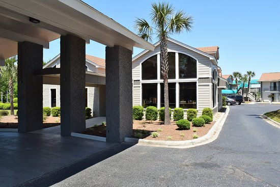 Howard Johnson by Wyndham Beaufort/Parris Island: Hotel front