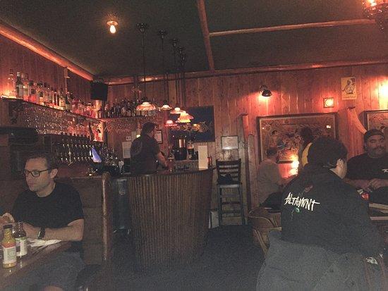 McMenamins Old St. Francis School: Firesdie bar