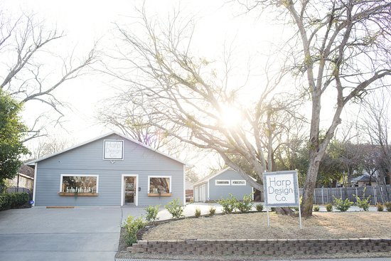 Waco, TX: Storefront Exterior