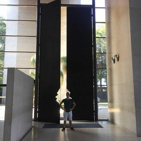 Hotel Unique: Esta porta imponente do lobby já dá uma mostra do que podemos esperar do Unique!!