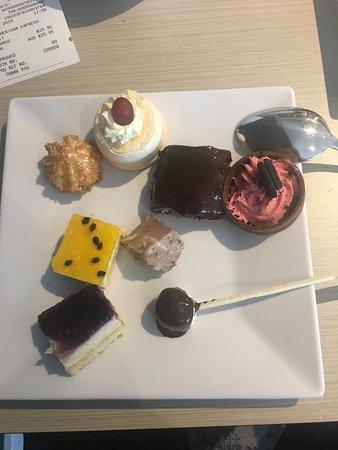 Raceview, Avustralya: Various desserts